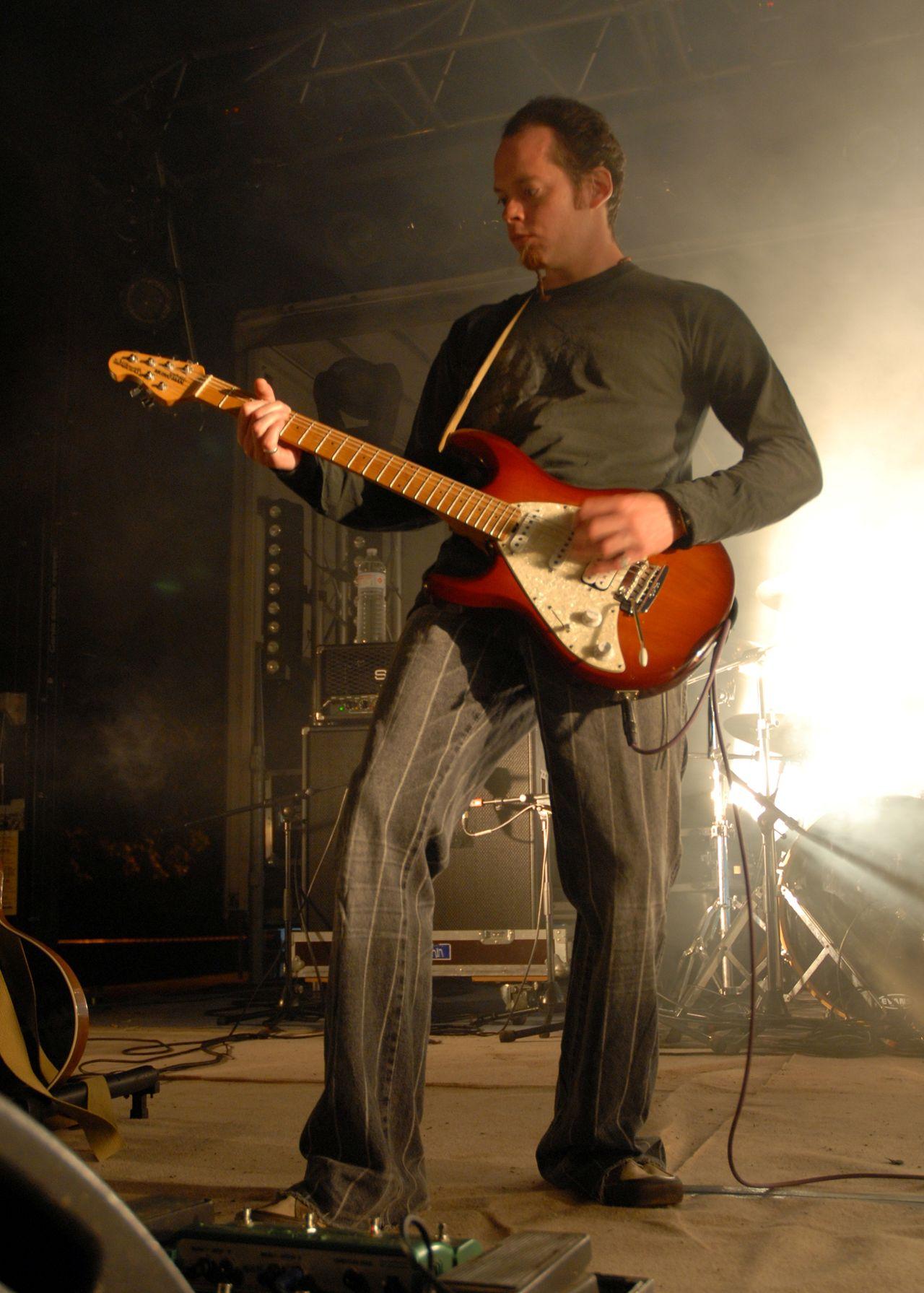 2008 (18)