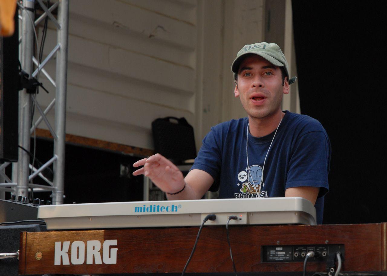 2008 (319)