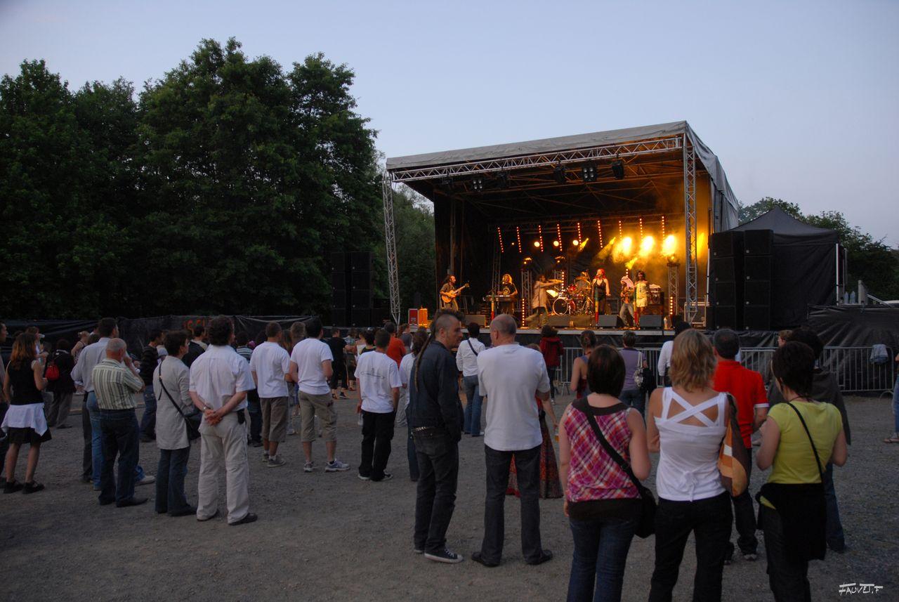2009 (129)