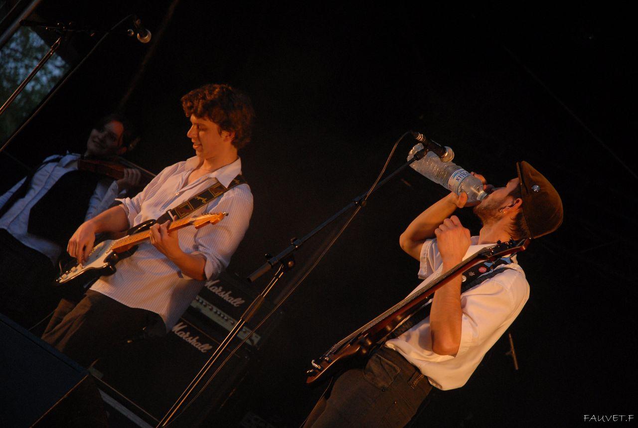 2010 (32)